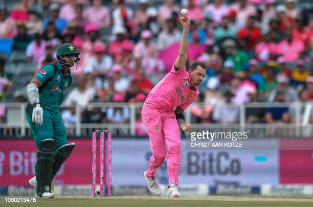 South Africa's Dale Steyn bowls as Pakistan's ImamulHaq looks on during the 4th oneday international cricket match between South Africa and Pakistan...