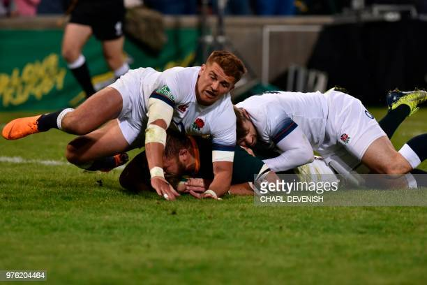 South Africas Duane Vermeulen scores a try despite Englands flyhalf Henry Slade during the second test match South Africa vs England at the Free...