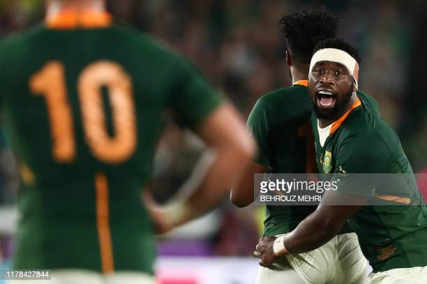 South Africa's flanker Siya Kolisi speaks to his teammates during the Japan 2019 Rugby World Cup semifinal match between Wales and South Africa at...