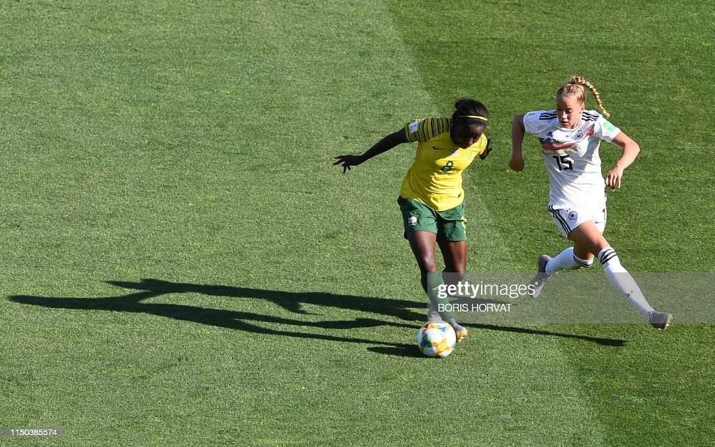 TOPSHOT-FBL-WC-2019-WOMEN-MATCH27-RSA-GER : News Photo