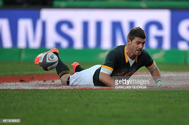 South Africa's fullback Willie le Roux scores a try during the test match against New Zealand on July 25 2015 in Johannesburg AFP PHOTO / GIANLUIGI...