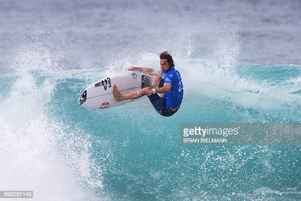 TOPSHOT South Africa's Jordy Smith competes in the 2016 Billabong Pipeline Masters December 20 2016 in Oahu Hawaii / AFP / brian bielmann / ==...