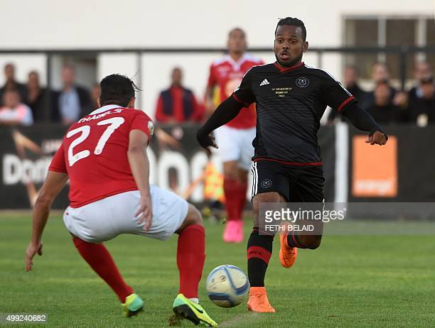 Gift motupa pictures and photos getty images south africas orlando pirates gift motupa vies with etoile du sahels aymen trabelsi during the second negle Images