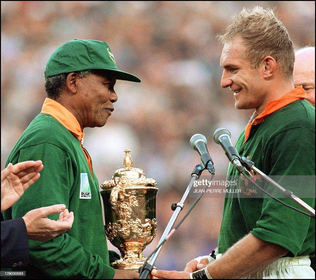 le président sud-africain, Nelson Mandel : ニュース写真