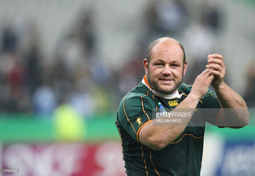 South Africa's prop Os Du Randt acknowle : News Photo