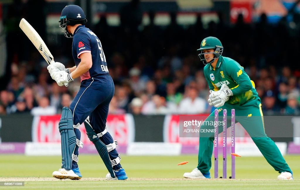 South Africa's Quinton de Kock (R) takes the wicket of England's Jonny Bairstow for 51 runs off the bowling of South Africa's Keshav Maharaj during the third One-Day International (ODI) cricket match between England and South Africa at Lord's Cricket Ground in London on May 29, 2017. / AFP PHOTO / Adrian DENNIS