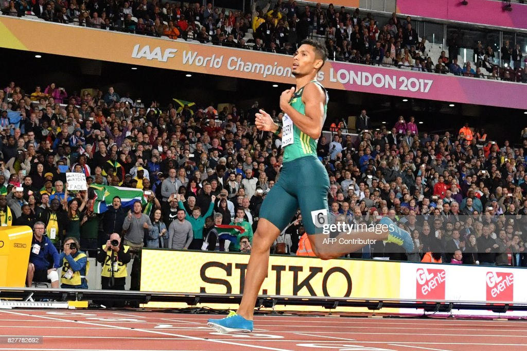 South Africa's Wayde Van Niekerk wins the final of the men's 400m athletics event at the 2017 IAAF World Championships at the London Stadium in London on August 8, 2017. / AFP PHOTO / Ben STANSALL