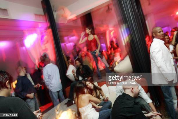 South Beach revellers crowd on to over sized beds at BED 02 October 2006 in Miami Beach Florida The club serves dinner and drinks to patrons in over...