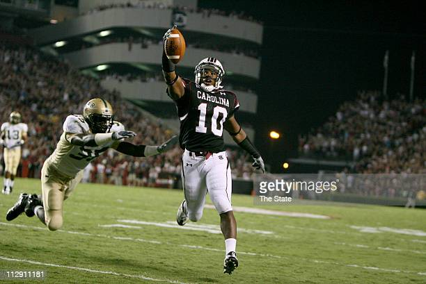 South Carolina running back Brian Maddox trots into the end zone in front of UAB linebacker Lamanski Ware after a pass from Stephen Garcia during the...