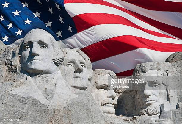 usa, south dakota, mount rushmore national memorial and american flag - präsident der usa stock-fotos und bilder