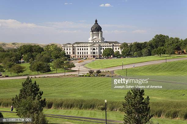 usa, south dakota, pierre, green park and south dakota state capitol - south dakota stock pictures, royalty-free photos & images