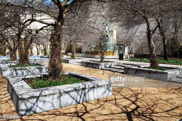 south garden of the art institute, chicago - art institute of chicago stock pictures, royalty-free photos & images