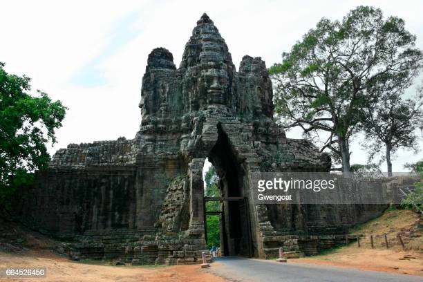 south gate of angkor thom - gwengoat stock pictures, royalty-free photos & images