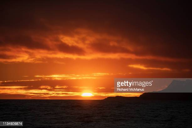 south georgia at sunrise. - 南極海 ストックフォトと画像