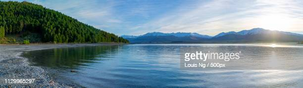 south island - lake tekapo - water's edge stock pictures, royalty-free photos & images