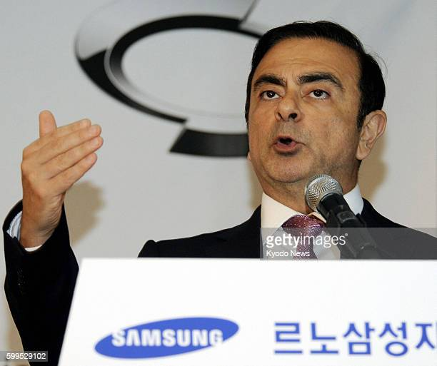 SEOUL South Korea Carlos Ghosn chief executive officer of Nissan Motor Co and the alliance of Nissan and Renault SA attends a press conference in...
