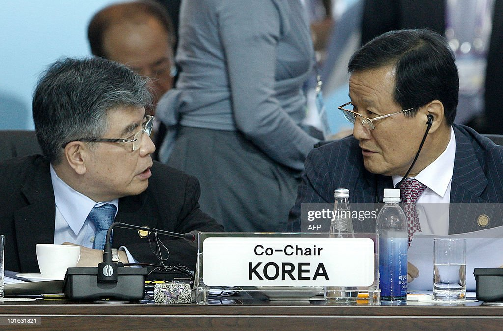South Korea Finance Minister Yoon Jeung-hyun (R) chats with Bank Governor Kim Choong-soo (L) during the G20 Finance Ministers and Central Bank Governors Meeting in Busan on June 5, 2010. Finance ministers from the world's leading nations sought to narrow differences on key banking reforms, wrapping up a two-day meeting aimed at safeguarding fragile economic recovery.