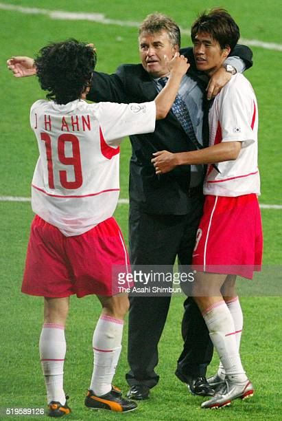 South Korea head coach Guus Hiddink congratulates his players Ahn JungHwan and Seol KiHyeon during the FIFA World Cup Korea/Japan Round of 16 match...