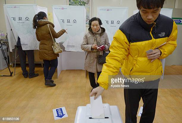 SEOUL South Korea Photo taken Dec 19 shows voters in South Korea's presidential election at a polling station in Seoul on Dec 19 2012