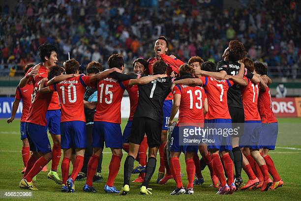 South Korea players celebrate the 10 win and gold medal after the Football Men's Gold Medal match between South Korea and North Korea during day...