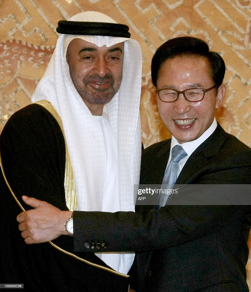 South Korea President Lee Myung-bak (R) hugs United Arab Emirates' Crown Prince Sheikh Mohamed Bin Zayed Al Nahyan during their meeting at the presidential house in Seoul, South Korea, on May 25, 2010. AFP PHOTO POOL Young-joon