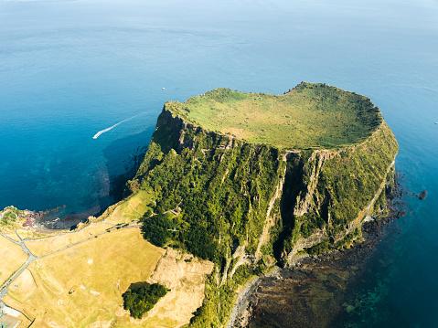 South Korea: Seongsan Ilchulbong crater in Jeju Island - gettyimageskorea