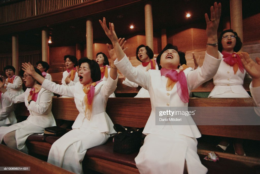 Members of Yoido Full Gospel Church, singing : Nyhetsfoto