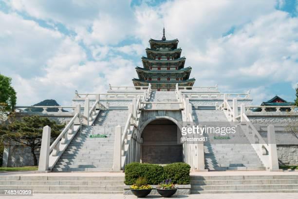 south korea, seoul, the national folk museum of korea, inside gyeongbokgung palace - gyeongbokgung stock photos and pictures
