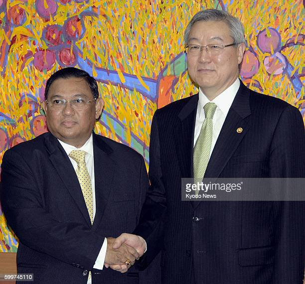 SEOUL South Korea South Korean Foreign Minister Kim Sung Hwan shakes hands with his Myanmar counterpart Wunna Maung Lwin at the Foreign Ministry in...