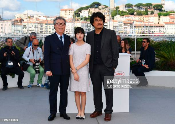 South Korean actor Byung Heebong South Korean actress Ahn Seohyun and South Korean director Bong Joonho pose on May 19 2017 during a photocall for...
