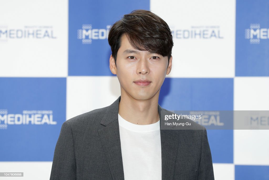Hyun Bin Autograph Session For MEDIHEAL : News Photo