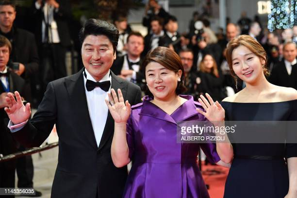 South Korean actor Kangho Song South Korean actress Lee JungEun and South Korean actress Park Sodam wave as they arrive for the screening of the film...