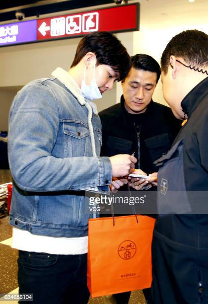 South Korean actor Kim Woo Bin sign for fans at Taoyuan International Airport on February 10 2017 in Taipei Taiwan of China