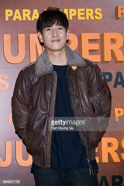 South Korean actor Lee SunKyun attends the photocall for 'PARAJUMPERS' on October 29 2015 in Seoul South Korea