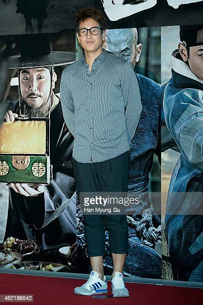South Korean actor Lee SunKyun attends the VIP screening for Kundo Age Of The Rampant at COEX Mega Box on July 14 2014 in Seoul South Korea The film...