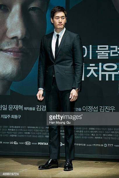 South Korean actor Yoo JiTae attends the press conference of KBS Drama 'Healer' at the Raum on December 4 2014 in Seoul South Korea The drama will...