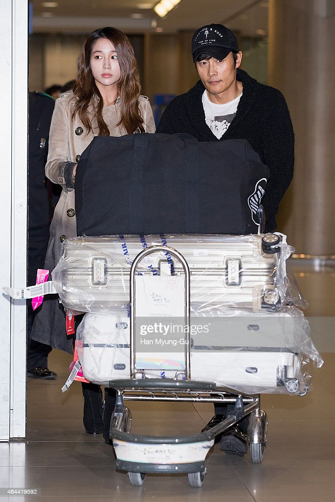 Lee Byung-Hun and Lee Min-Jung Arrive In IncheonLee Byung-Hun and Lee Min-Jung Arrive In Incheon