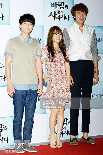 South Korean actors Song JoongKi Park BoYoung and Lee KwangSoo attend 'The Grand Heist' VIP screening on July 25 2012 in Seoul South Korea The film...