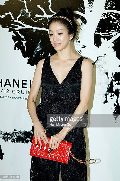 South Korean actress Chung RyoWon arrives for the 2011/12 Cruse Collection by Chanel at AXKorea on November 10 2011 in Seoul South Korea Models...