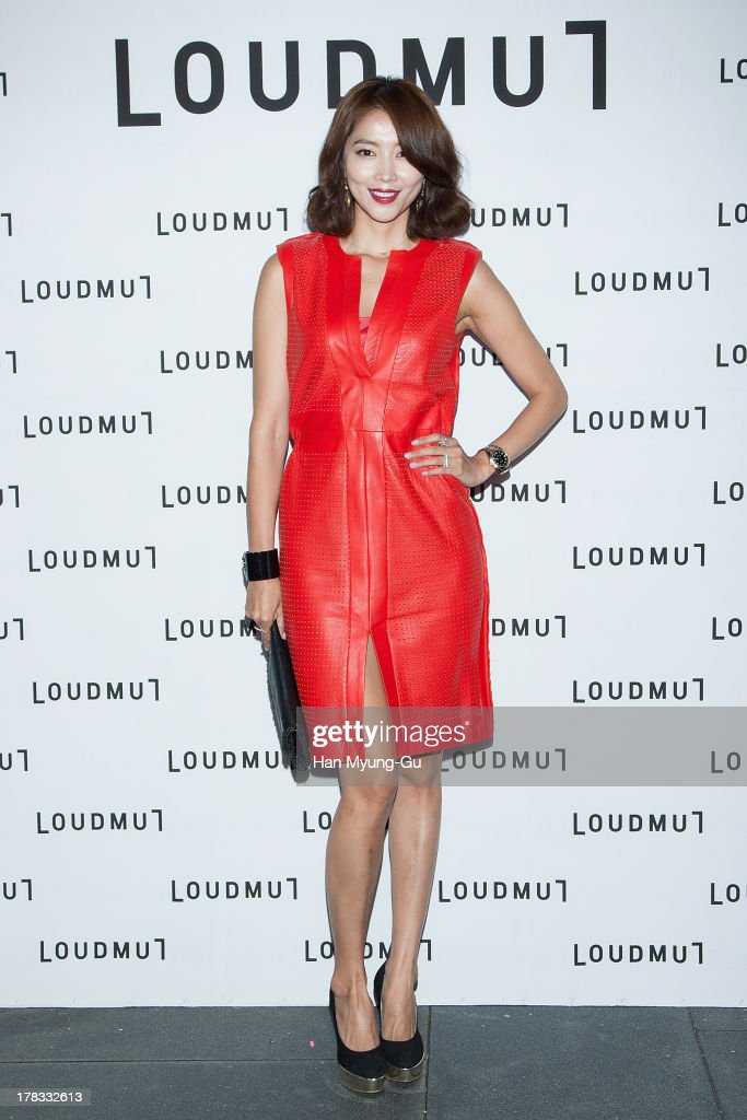 South Korean actress Oh Yoon-Ah attends during the 'Loudmut' launching fashion show at the JNB gallery on August 29, 2013 in Seoul, South Korea.