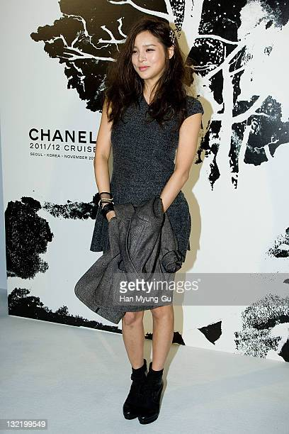 South Korean actress Park SiYeon arrives for the 2011/12 Cruse Collection by Chanel at AXKorea on November 10 2011 in Seoul South Korea Models...