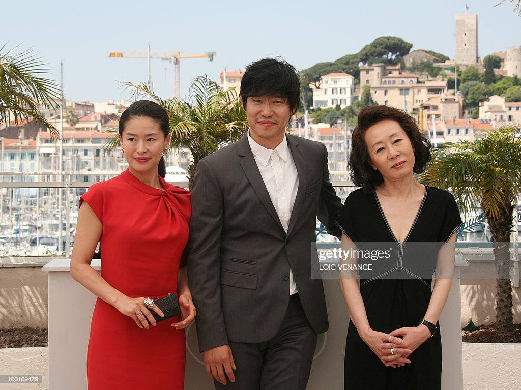 South Korean actress Ye Jiwon (L), South