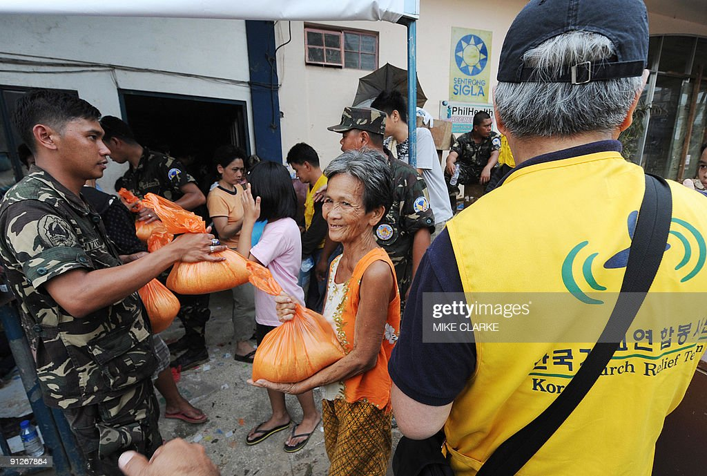 South Korean aid workers and Filipino so : News Photo