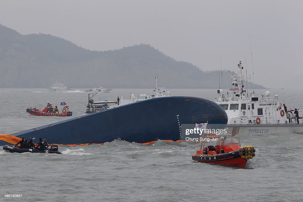 Rescue and Search Continue At The Site Of Ferry Disaster Off South Korea : News Photo