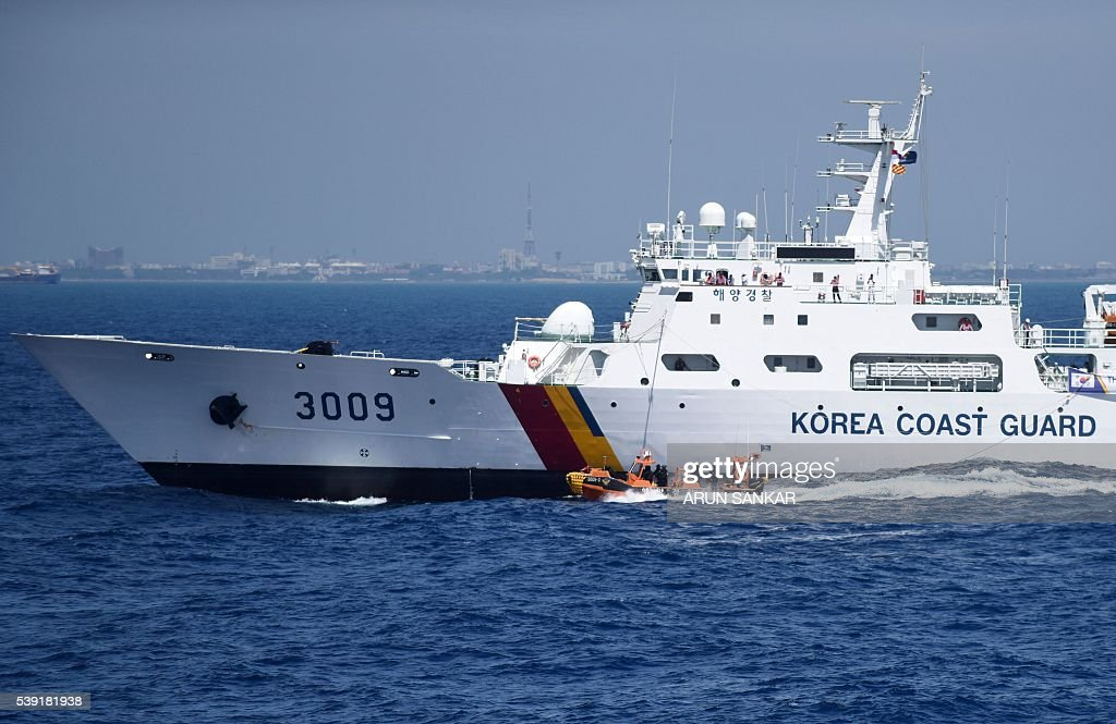 INDIA-SKOREA-DEFENCE-COASTGUARD : News Photo
