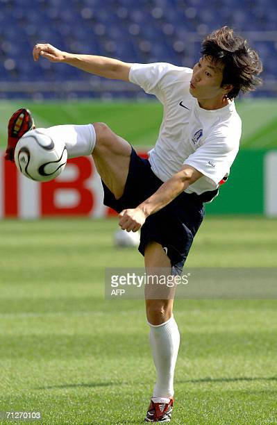 South Korean defender Song Chong Gug controls the ball during a training session at the World Cup Stadium in Hanover, 22 June 2006. South Korea will...