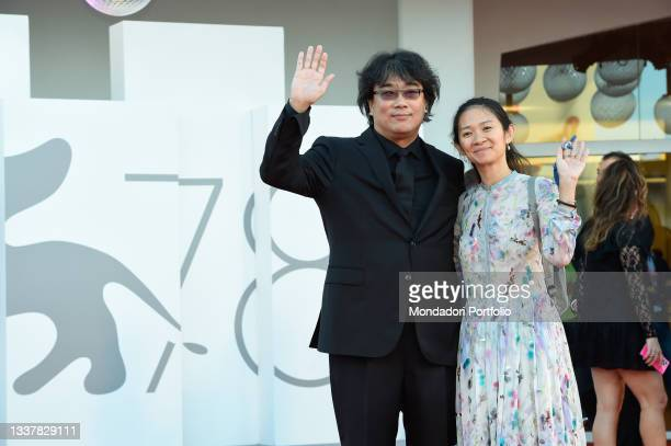 South Korean director Bong Joon-ho with Chinese director Chloé Zhao at the 78 Venice International Film Festival 2021. Madres Paralelas red carpet...