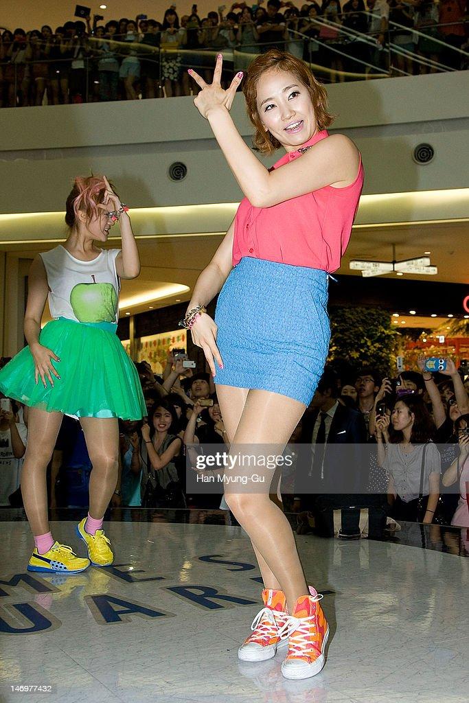 "KOR: ""Like This"" Flash Mob With Wonder Girls"