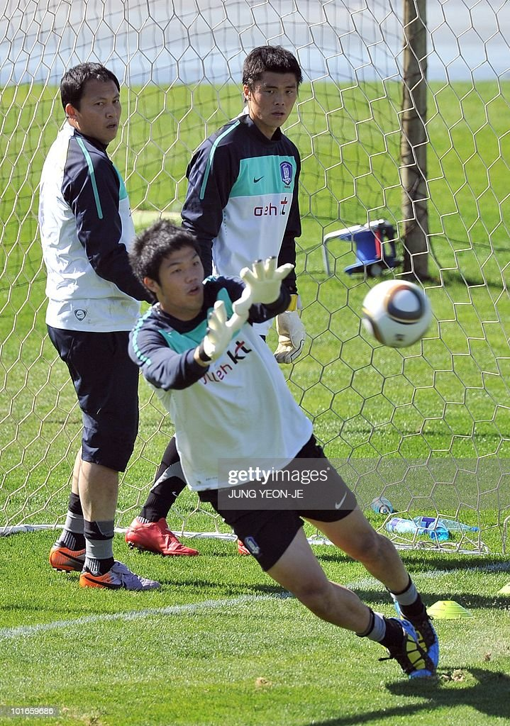 South Korean goalkeeper Jung Sung-Ryong (front) tries to catch the ball as goalkeeper Lee Woon-Jae (L) and Kim Young-Kwang (R) look on during a training session at Olympia Park Stadium in Rustenburg on June 6, 2010 ahead of the start of the 2010 World Cup football tournament.