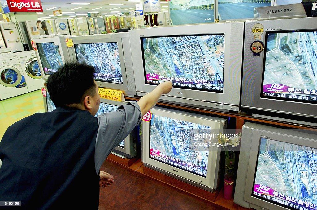 South Korea Reacts To North Korean Train Disaster : Nachrichtenfoto